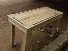 Artefatos de madeira feitos por Paulino
